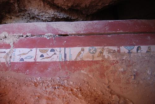 Саркофаг из новой гробницы Среднего Царства, открытой в Луксоре.