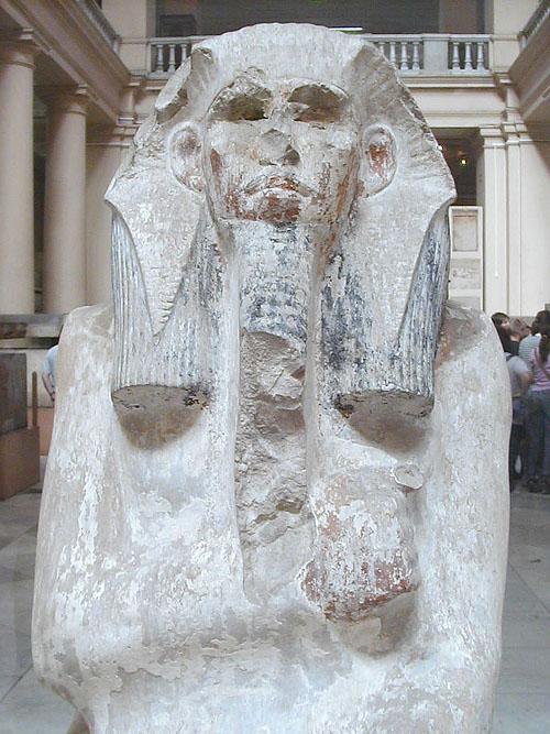 Фараон Джосер Нечерихет, при котором творил Имхотеп. Статуя каирского музея.