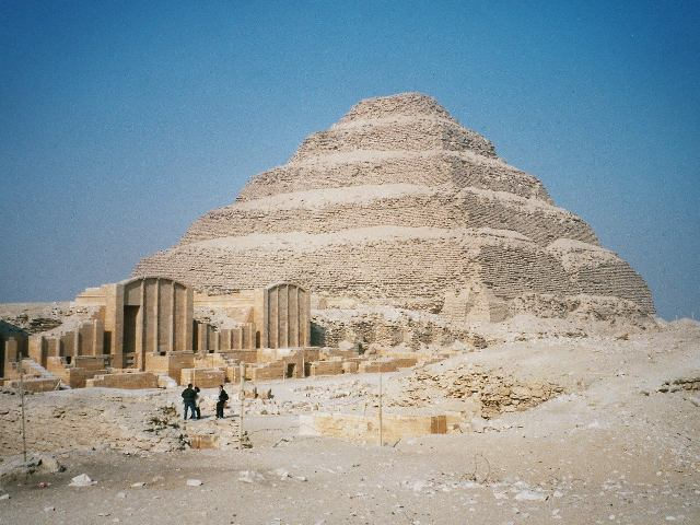 Пирамида Джосера в Саккара, выстроенная Имхотепом.