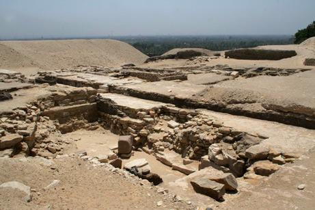 Исследование «Безголовой пирамиды» в Саккаре