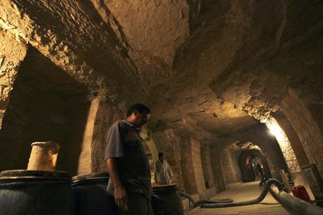 Длинный подземный тоннель Серапеума